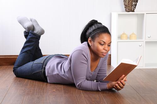 http://www.2spublishing.com/wp-content/uploads/2012/08/girl-reading.jpg